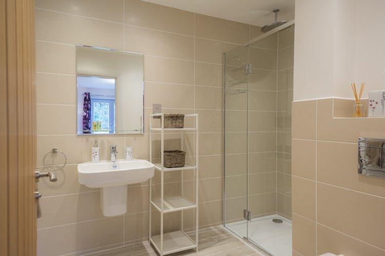 Saorsa contemporary master en-suite shower room