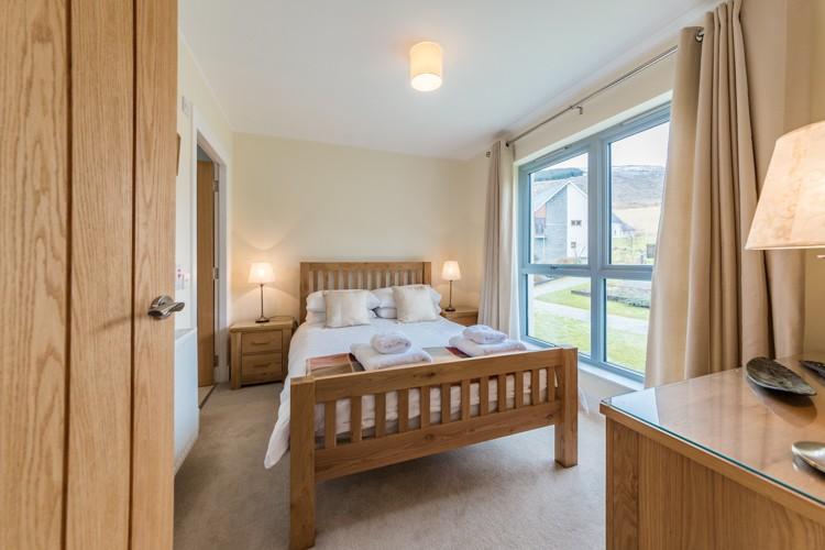 Second double bedroom with en-suite shower room