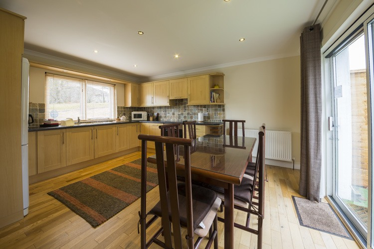 Spacious and well equipped kitchen dining area