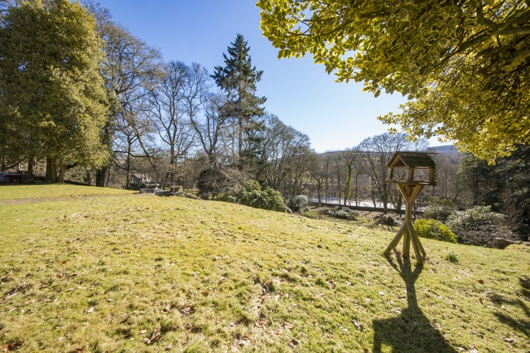 Guests have use of the large garden for the main house which extends down to the banks of the River Tay