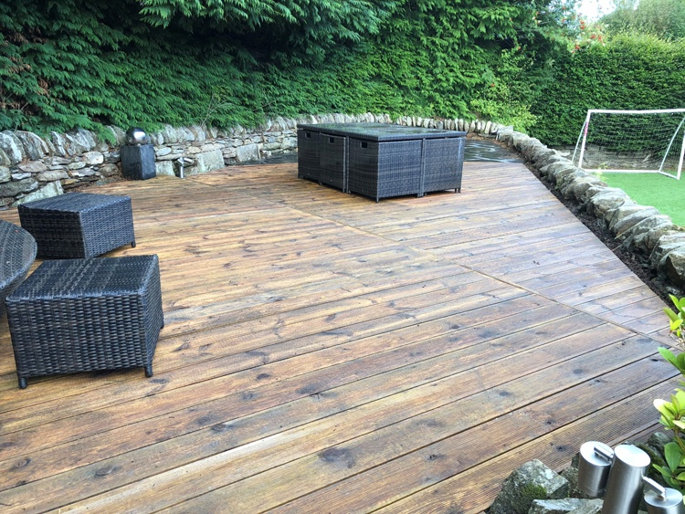 Large furnished deck