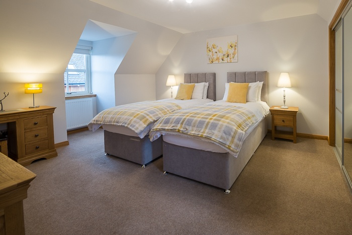 Spacious bedroom with zip and link beds