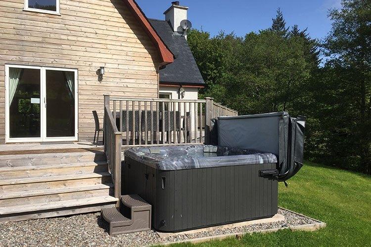 Tursachan decking and hot tub