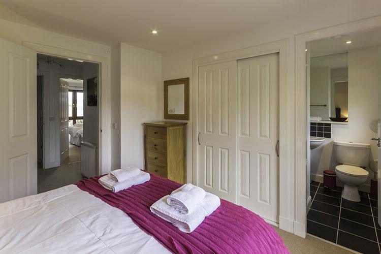 Ben Lawers master double bedroom with en suite bathroom