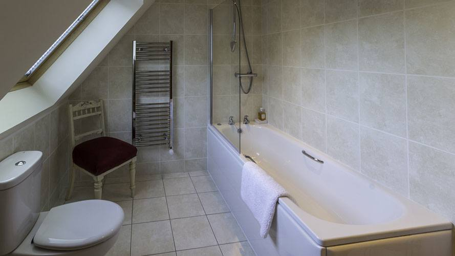 Mo Dachaidh family bathroom with shower over bath