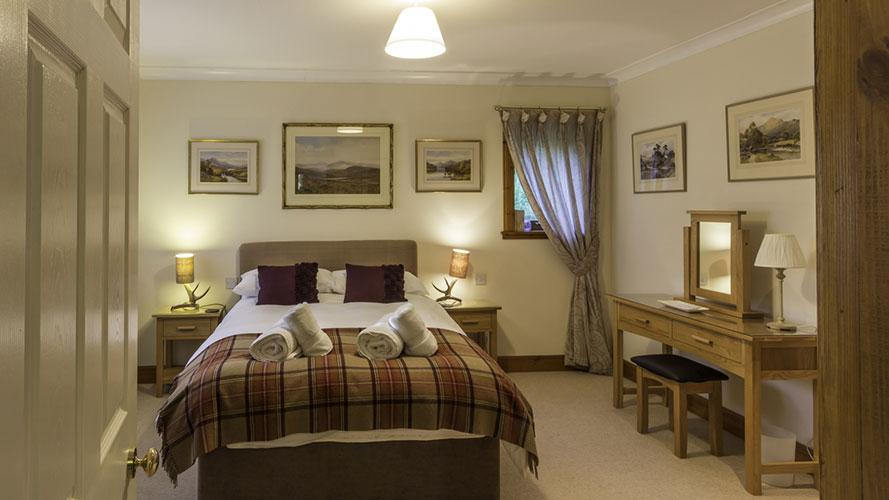 Mo Dachaidh downstairs master double bedroom with en-suite shower room