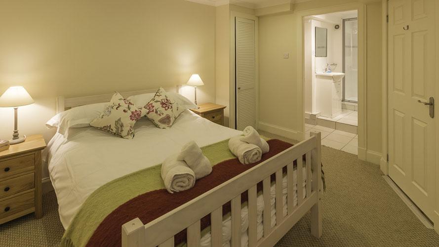 River View Cottage master double bedroom with en suite bathroom
