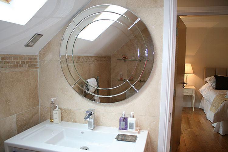 The Wee Cosy Nook en suite bathroom