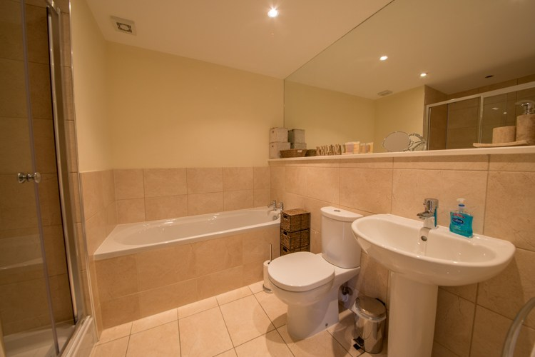 Family Bathroom with sparate shower cubicle