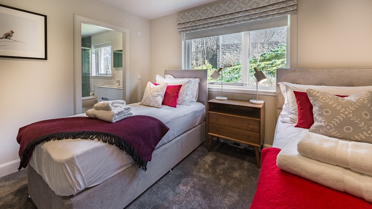Bedroom 4 with twin beds and shared en-suite shower room