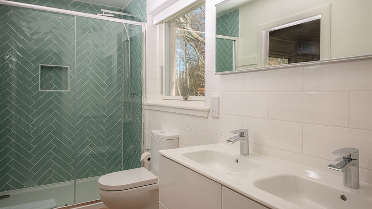 Jack & Jill en-suite shower room shared by bedrooms 3 and 4