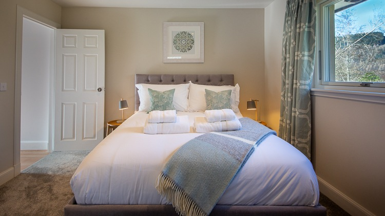 Bedroom 3 with king size bed and shared Jack & Jill en-suite shower room (shared with bedroom 4)