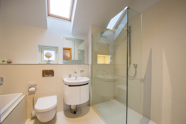 Master En-suite with shower and Jacuzzi bath