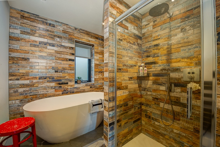 We just adore this fabulous family bathroom!