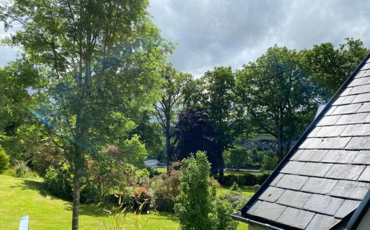The Wee Cosy Nook garden with views of the River Tay