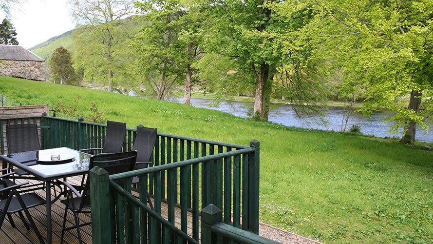 River View Cottage decking overlooking the River Tay